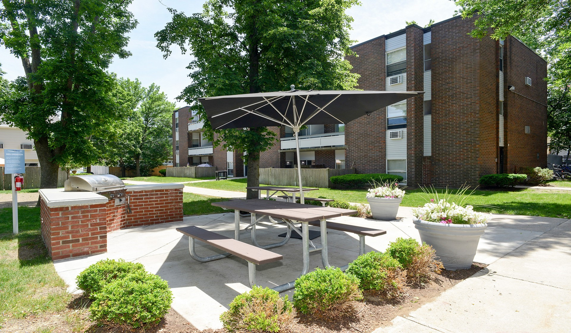 Waverly Apartments - bbq